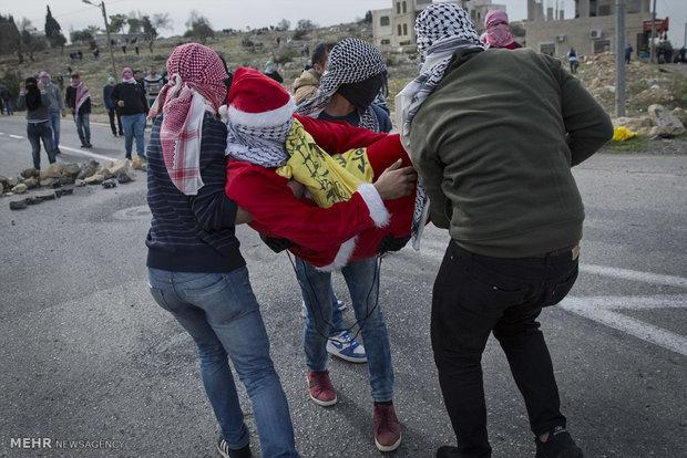 "Siyonistlere karşı ""Noel Babalı"" protesto"