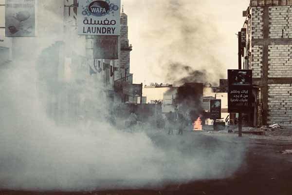 Al Halife güçleri Bahreynli göstericilere saldırdı