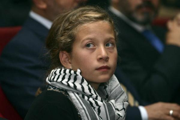 """""""Filistinli cesur kız"""" Ahed'in yargılanması ertelendi"""
