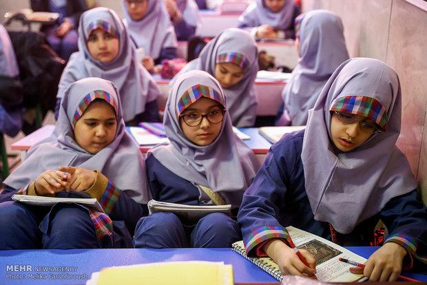 هر دانش آموز باید حداقل 1.5 مترمربع در اختیار داشته باشد.
