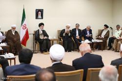 """لقاء قائد الثورة الاسلامية مع أعضاء مؤتمر تفسير القرآن """"آية الله آقانجفي"""" /صور"""