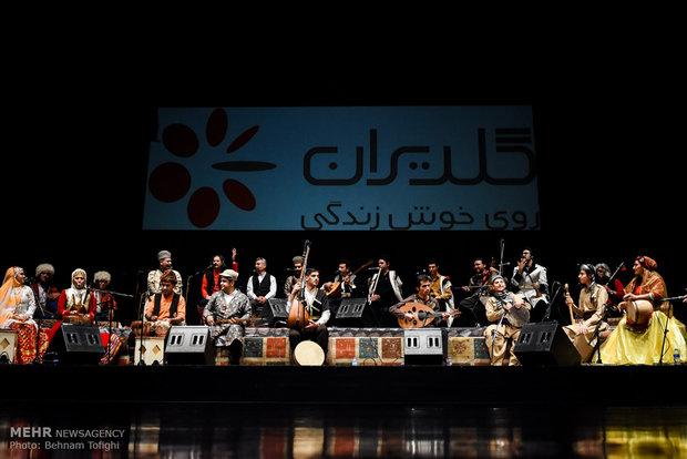 """حفل موسيقي لفرقة """"سازينه"""" يزهو بألوان الفلكلور المحلي"""
