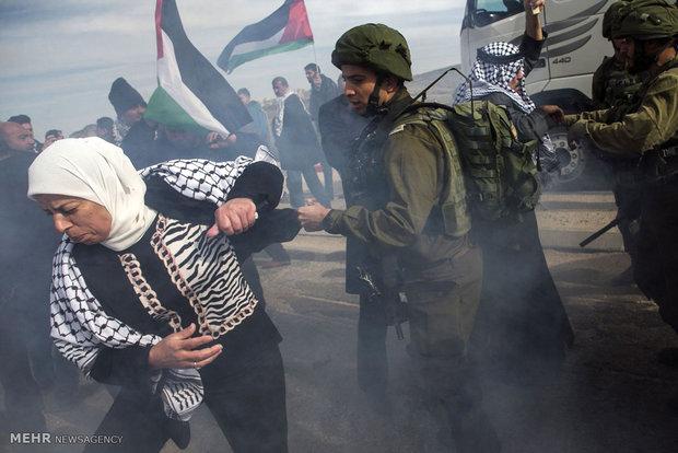 Siyonistlerden Filistinli eylemcilere yönelik şiddet kullanımı