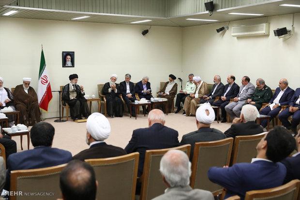 İnkılap Rehberi'nin Ayetullah Ağanecefi Kongresi üyleleriyle görüşmesi
