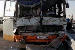 برخورد کامیون و اتوبوس در محمودآباد ۱۲ مصدوم داشت
