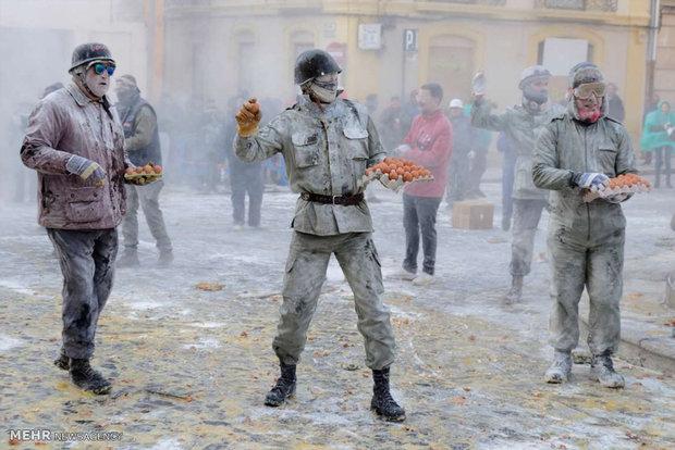 جنگ با آرد و تخم مرغ در اسپانیا