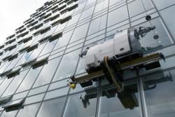 آغاز رقابت ۷۰ تیم رباتیک در مسابقه ربات شیشه شوی ساختمان