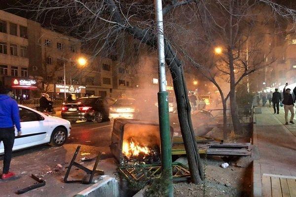 آشوب طلبان بر تجمعات مسالمت آمیز مردم بنزین ریختند