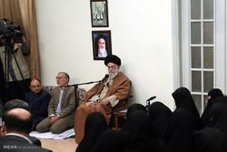 قائد الثورة الاسلامية يستقبل لفيفاً من عائلات الشهداء /صور