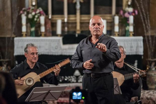 مارکو بیزلی خواننده ایتالیایی در ایران میخواند