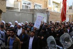 تجمع طلاب الحوزة العملية في مدينة قم لإدانة اعمال الشغب الاخيرة / صور