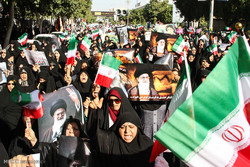 Iranians take to streets to support Islamic establishment
