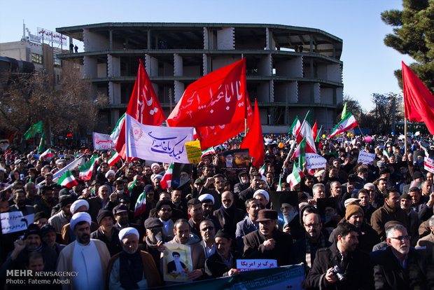 Huge rallies in Arak backing Islamic Establishment, slamming riots