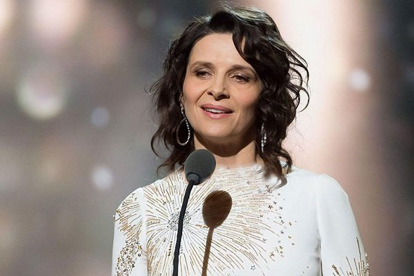 ژولیت بینوش جایزه اژدها را میگیرد/ حضور در بزرگداشت برگمان
