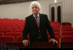 "The Iranian-Armenian maestro Loris Tjeknavorian poses at Tehran's Vahdat Hall on January 4, 2018 before the beginning of the program ""80 Years Loris Tjeknavorian"". (IRNA/Marzieh Musavi)"