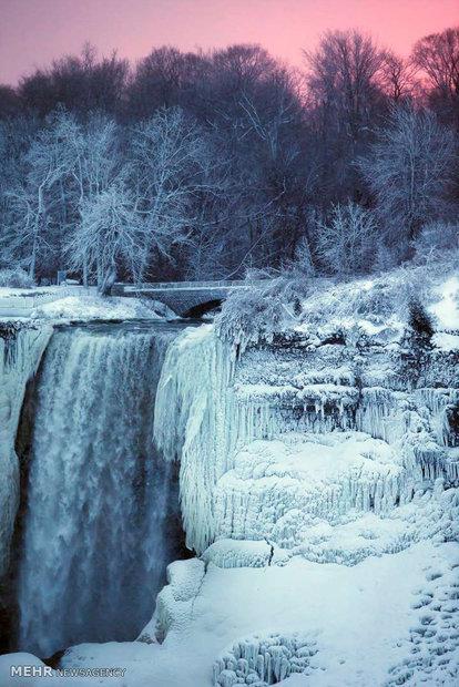 آبشارهای یخ زده