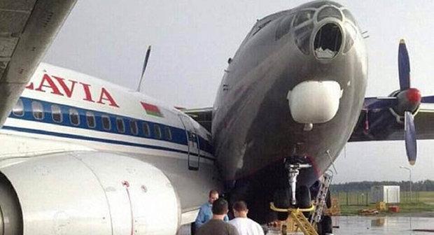 تصادم طائرتين في مطار تورنتو بكندا