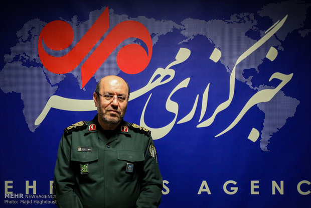 Fmr. MoD visits Mehr News Agency