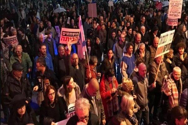 هزاران معترض مقابل اقامتگاه نتانیاهو در قدس اشغالی تظاهرات کردند