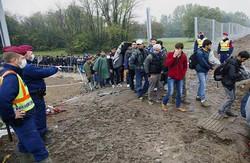 """رئيس وزراء هنغاريا: اللاجئون """"محتلون مسلمون"""""""