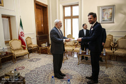 Zarif receives new envoys of Chile, Poland, Ghana