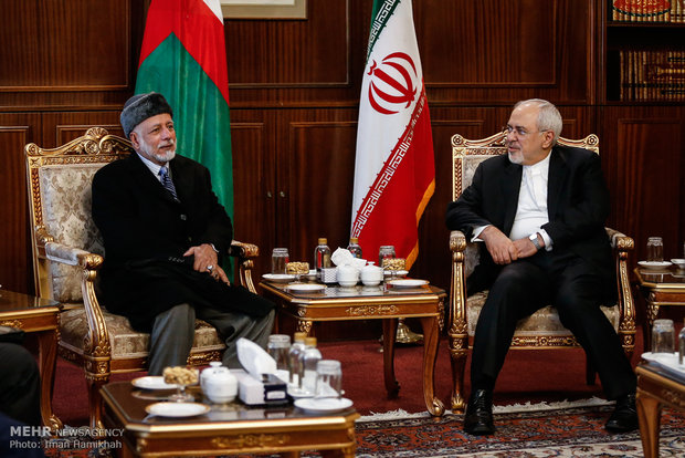 Zarif meets with Omani, Italian counterparts
