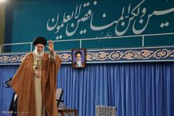 استقبال قائد الثورة الإسلامية حشدا من أهالي مدينة قم