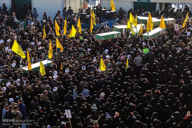 مراسم تشییع پیکر ۷ شهید مدافع حرم در قم