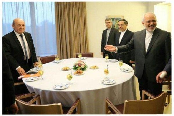 Zarif, Brüksel'de Frsana Dışişleri Bakanı ile görüştü