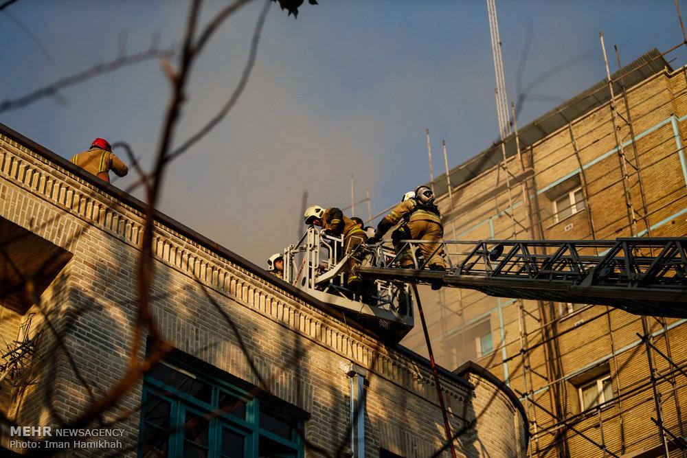 آتشسوزی ساختمان در چهارراه کالج