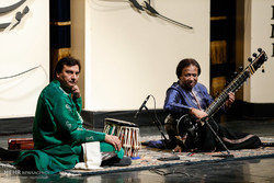 Fajr concertgoers thrilled by Parvez Khan's raga improvisations
