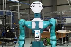 این ربات به تکنسین های انبار کمک می کند