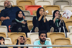 اولین حضور زنان سعودی در استادیوم