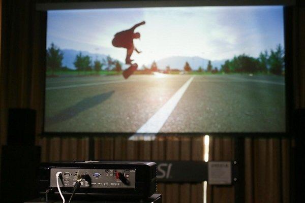 اولین ویدئو پروژکتور جهان که با فرمان صوتی کار می کند