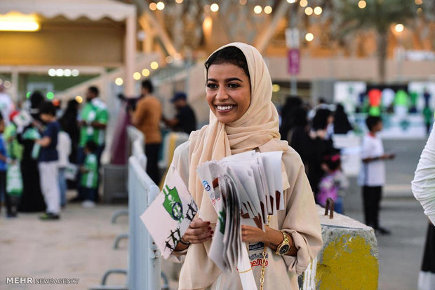 الحضور الأول للمرأة السعودية في ملعب كرة القدم