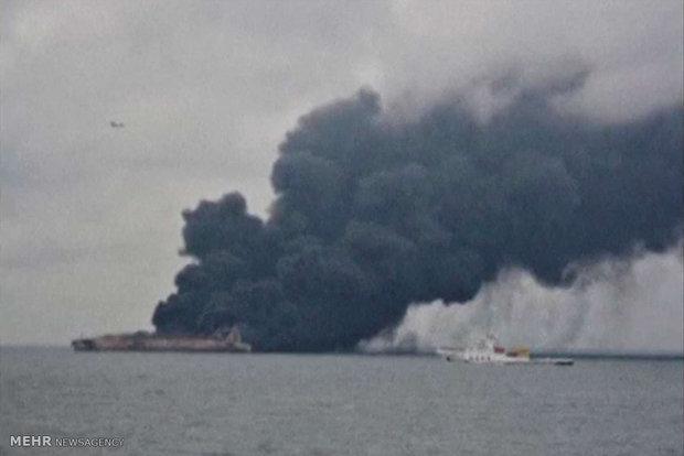 عملیات اطفای حریق نفتکش ایرانی