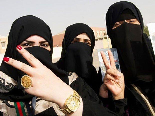 سعودی عرب کا خواتین کو مرد سرپرست کے بغیر پاسپورٹ دینے کا فیصلہ