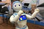 نسل آتی همبازی کودکان/ روباتی که آواز می خواند و قصه می گوید