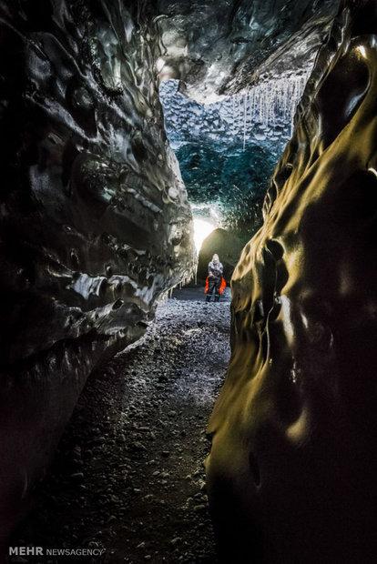 Karelerle İzlanda'nın buz mağaraları
