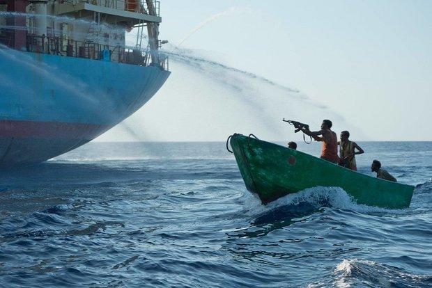 اخاذی سومالیاییها از صیادان ایرانی/۲۲ماهیگیر در تور دزدان دریایی