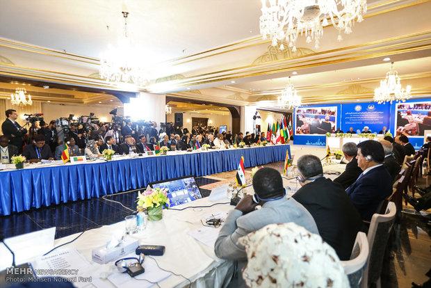 رؤساء برلمانات الدول الاسلامية يلتقون قائد الثورة الاسلامية