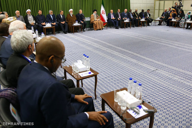 Participants of Conference on Parliamentary Union of OIC meet with Ayatollah Khamenei