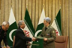 امضای بیانیه همکاریهای مشترک بین وزیر دفاع ایران و وزیر تولیدات دفاع پاکستان