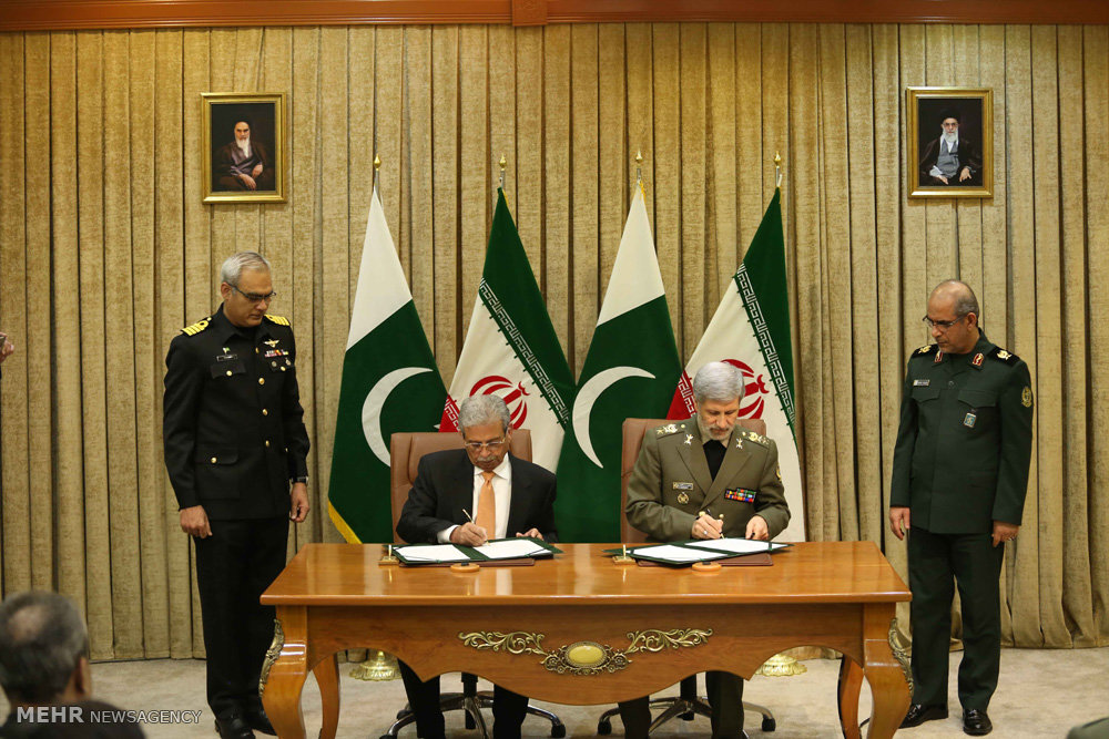 امضای بیانیه همکاری مشترک بین وزرای دفاع ایران و پا تان