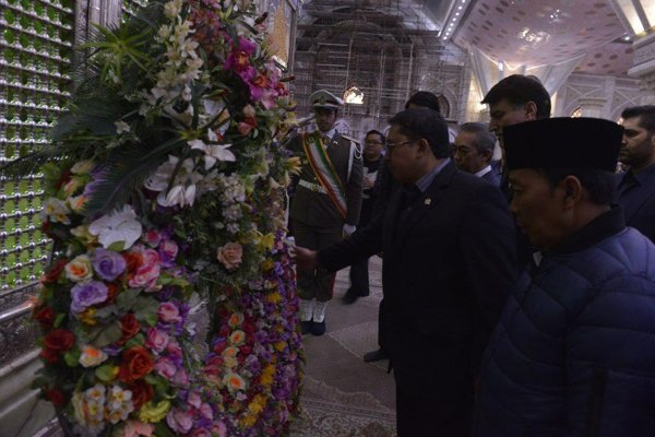Indonesia, Pakistan parl. speakers pay tribute to Imam Khomeini