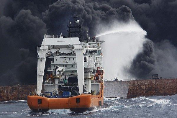 در مراسم تحویل پیکر سه تن از شهدا اعلام شد؛ ورود غواصان به نفتکش غرقشده سانچی/پرداخت بیمه شهدای دریانورد