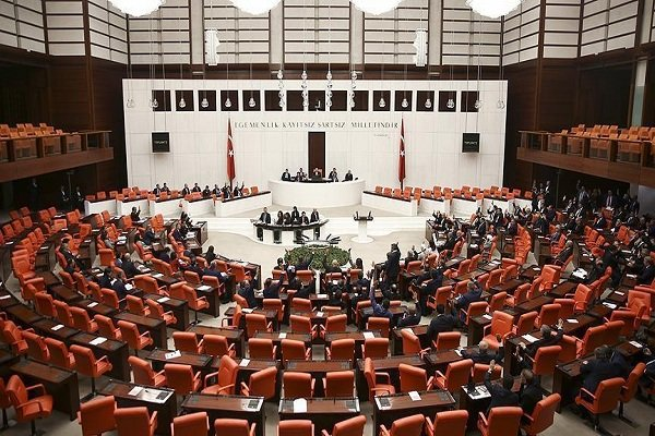 پارلمان ترکیه مجوز مأموریت برونمرزی ارتش را تمدید کرد