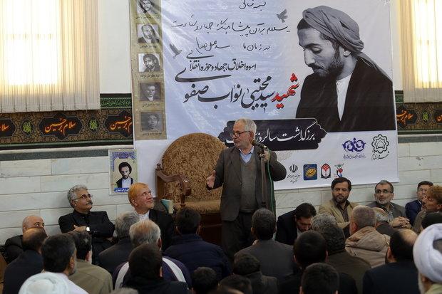 شهید نواب صفوی با آغوش باز به سوی شهادت رفت