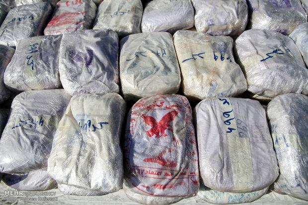 کشف ۴ تن مواد مخدر در البرز/۱۰ باند مواد متلاشی شد