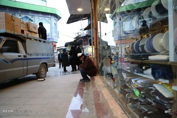 هنگامی که پای وانت بارها به بازار چهارسوق باز شد تقاضا برای حمل بار از سوی بازاریان کم شد و الله قلی گاهی ناچار است در گوشه ای بنشیند و منتظر بماند.